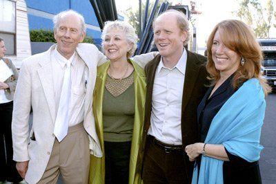 Ron Howard, Cheryl Howard, Rance Howard (Ron's dad)and Judy Howard at event of Cinderella Man