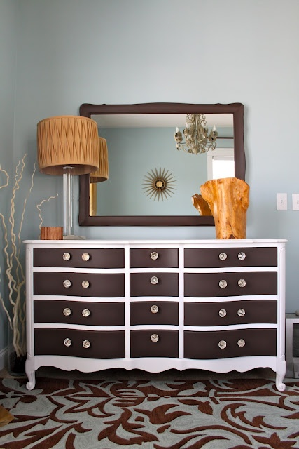 Wow, nice guest room.  I'd stay here in a minute!!   Dresser makeover- white dresser, dark brown drawers
