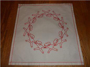 BRODERADE TOMTAR SOM DANSAR COOL RETRO !!!!! på Tradera.com - Textil |