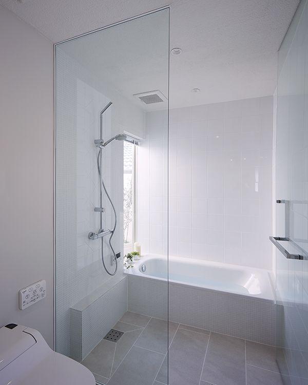 お風呂に入りながら空を眺める。真っ白なバスルーム。