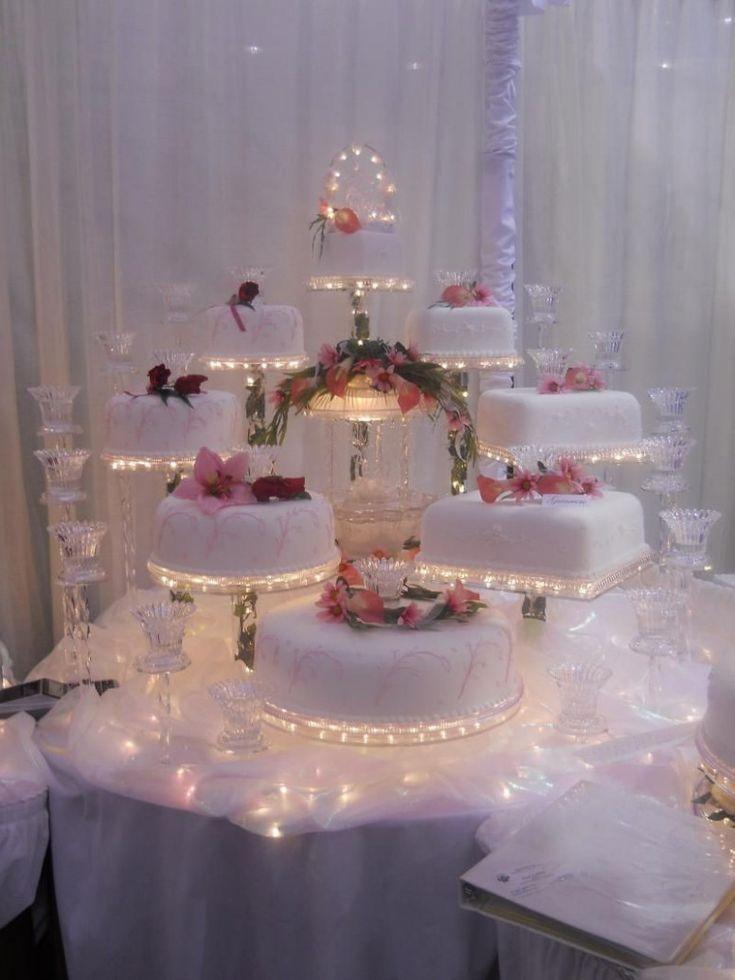 elegante Hochzeitstorten mit Springbrunnen die oben genannten kristallbeleuchteten Torte …   – Kuchen