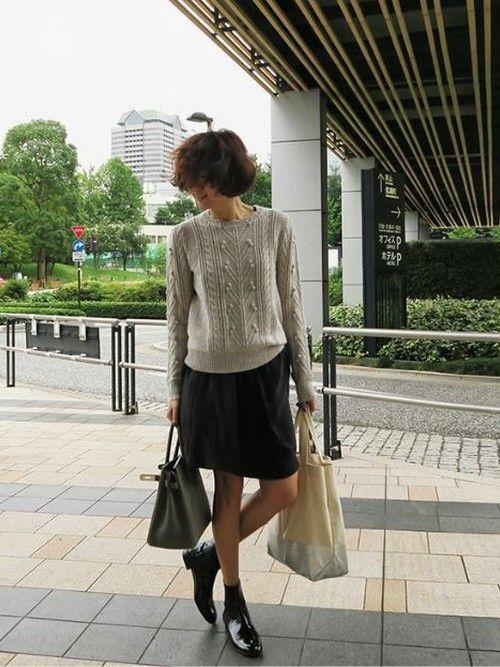 秋〜春にかけて履きまわしできる優秀ベーシックアイテム「サイドゴアブーツ」定番だからといって、いつもと同じお洋服に合わせてばかりじゃ勿体無い!今年買い足したあのボトムスに合わせてみませんか?3大トレンドの「ワイドパンツ」「プリーツスカート」「台形ミニ」で作る今っぽ可愛い着こなしと、おすすめアイテムを紹介します♡