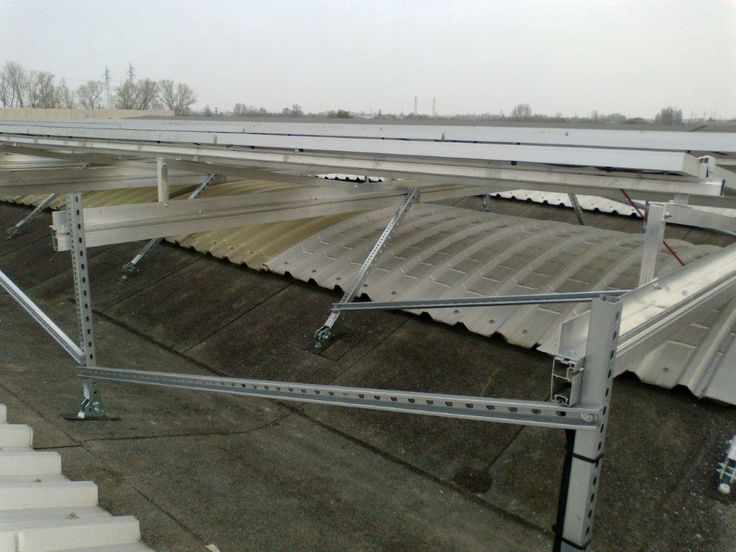 A tangled structure to host this 6 kW on a ill-sorted commercial roof