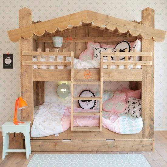 Op zoek naar echt leuk behang voor de kinderkamer? Met mintgroene bloemen kun je alle kanten op! Leuk in combinatie met andere pastel-tinten of grijs.