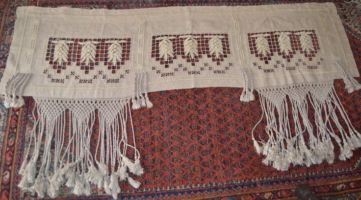 1st Gardinkappa Jugend  med broderier på linne  155 cm*43cm + frans 37 cm
