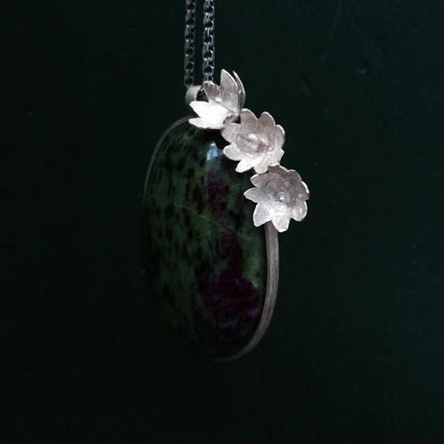new work - flowers #jewellery #jewellerydesign #contemporaryjewelry