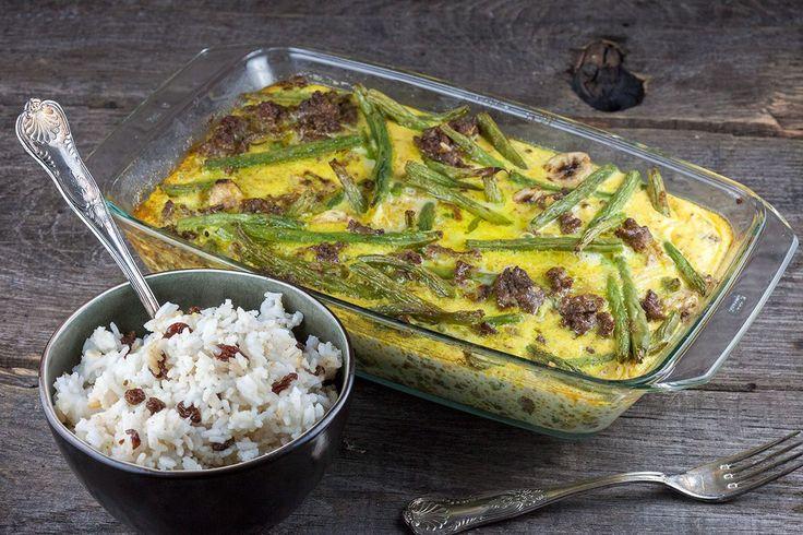 Zet een heerlijke Afrikaanse bobotie op tafel zonder pakjes of zakjes. Je kunt deze ovenschotel ook een dag van te voren maken. Recept voor 4 personen.
