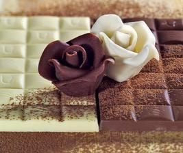 Čokoládová hmota (plastelína) 100 g čokolády na varenie, 1 lyžica vody, 2…