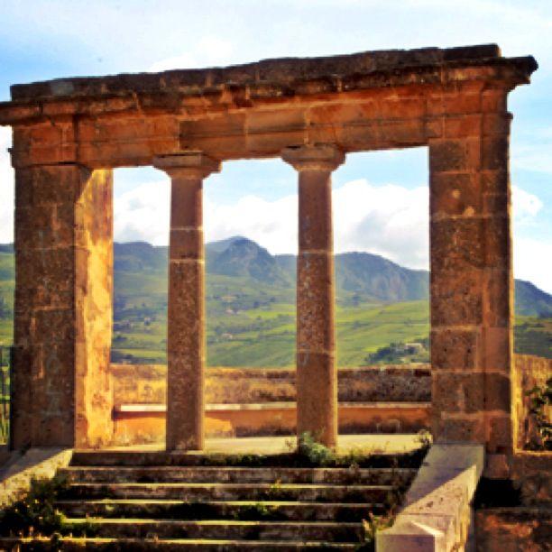 the ancient terrace located on top of Sambuca di Sicilia #terresicane #viaggioinsicilia #templi #siciliastorica #settesoli #valledelbelice #sambuca