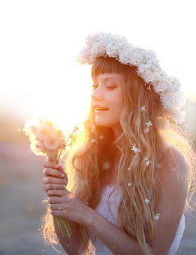 【やっぱりカワイイ!憧れ】海外の花冠画像【大人気・花嫁のヘアスタイル・ヘッドドレス】 - NAVER まとめ