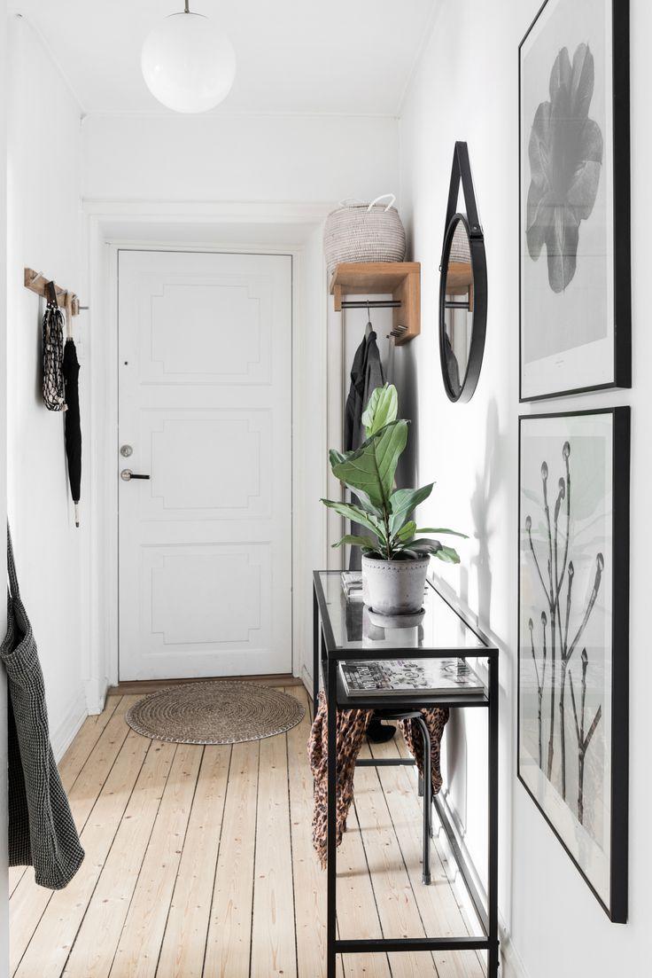 Ikea 'Vittsjö' desk fits in perfectly