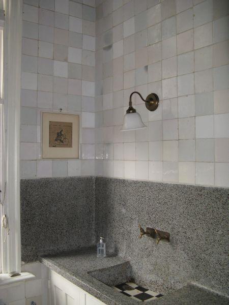 17 beste idee n over witte tegels in de badkamers op pinterest familie badkamer moza ek for Badkamer tegel metro