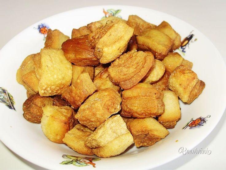 Keď máme čerstvé oškvarky, musí byť okrem pagáčikov aj pomazánka na chlebík. Ja ju robím len jednoduchú, takú ako robievala naša mama, keď sme boli deti. Po každej zabíjačke sme nosili do školy natreté chleby touto dobrotou... to bola desiata!