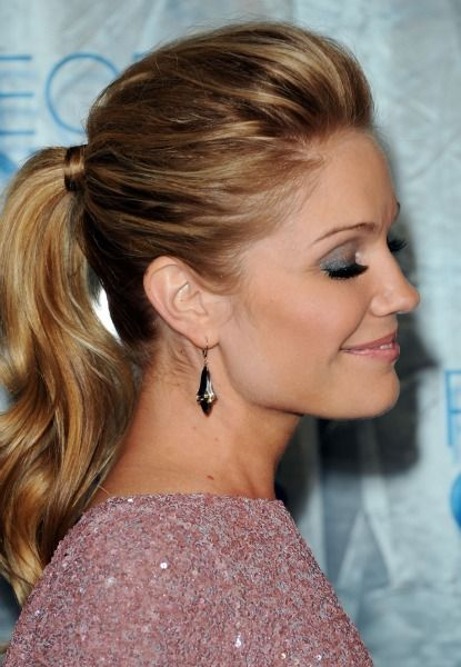 Meanwhile, At The People's Choice Awards: Hello, Poufy Blond Ponytails!: Girls in the Beauty Department