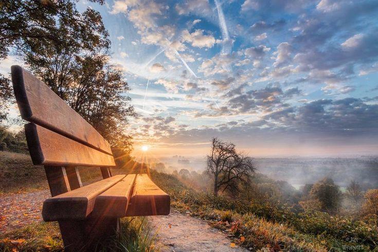 Description: Da das letzte Bild von dem Morgen so gut angekommen ist hier ein weiterer Blickwinkel vom Sonnenaufgang über dem Enkheimerried.  Place: #Europa #Deutschland #Hessen #frankfurt #bergenenkheim  Equipment: #Canondeutschland Eos750d  Tokina1116 - Manfrotto Rucksack - Togopot  Stativ  Settings: f18mm - 1/30sec - ISO100  Tags: #pocket_germany #srs_germany #nebel #ffm #sonnenaufgang #bank #wolken #Morgens #feld #herbst #igersfrankfurt #spaziergang…