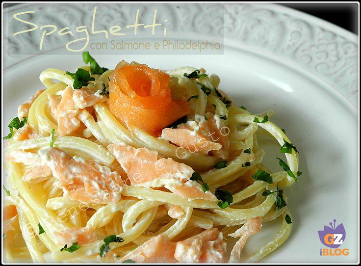 Spaghetti con Salmone e Philadelphia, primo piatto facile e veloce. Formaggio cremoso e salmone affumicato, con spaghetti alla chitarra