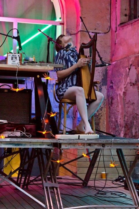 Fiona Sally Miller (http://www.fionasallymiller.com/) and Woodpecker Wooliams (http://www.woodpeckerwooliams.com/) touring in Ivana Helsinki pieces in Russia! #indiemusic #music #onstage