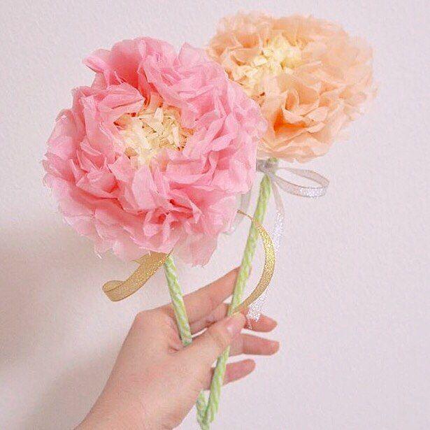 ⋆*❁ #ペパナプフラワー の#フォトプロップス を発見 ゲストが思わず写真を撮りたくなる可愛さです * ペパナプフラワーは#花嫁diy の定番アイテムですが、 こんな風にフォトプロップスに使われているのは 初めて見ました❣️ ふわふわくしゅくしゅの花びらが愛らしいですね * #ウェルカムスペース や#フォトブース に飾れば、 とびきり華やかな空間になりそうです✨ #前撮り 写真も可愛くなること間違いなし * photo by @ohana.to.watashi.wedding * #花嫁 #プレ花嫁 #結婚式レポ #結婚準備 #結婚式 #結婚 #結婚式準備 #披露宴 #プロポーズ #婚約 #卒花 #卒花嫁 #marry #marryxoxo #2017冬婚 #2017秋婚 #2018春婚 #2018夏婚 #2018冬婚 #結婚式diy