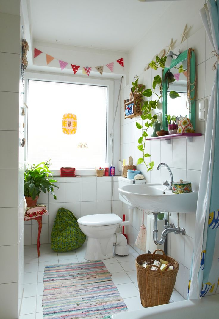 Colorful bathroom decoration - Love The Placement Of Decor And I Love The Shelving Small Bathroom Ideas Cheerful Bathroom Love The Shelves Love The Color Palette