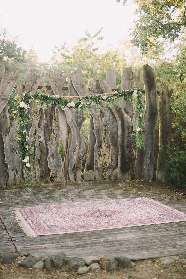 wedding ceremony with a rug - photo by Nastja Kovacec http://ruffledblog.com/a-tuscan-dream-wedding-come-true