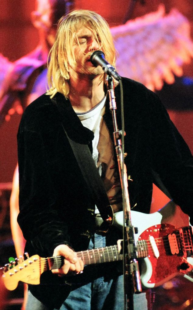 Kurt Cobain on stage #Nirvana - MTV Live and Loud (1993)