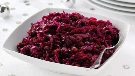 Makkelijk recept om lekkere rode kool te maken met appels en rozijnen