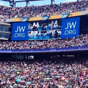 Watching the baptism at the International Convention in East Rutherford, New Jersey. Photo shared by @gmykah Where to submit your photos etc…