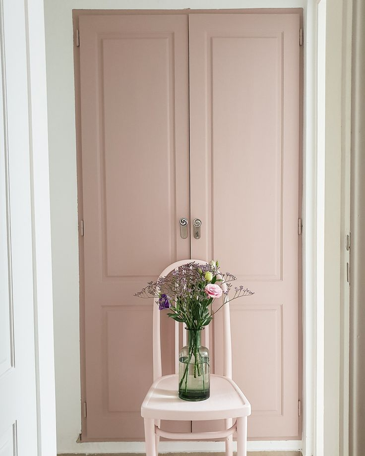 La vie en rose o el nuevo color del armario de mi cocina / Vero Palazzo - Home Deco Palazzo, Tall Cabinet Storage, Windows, Furniture, Home Decor, Couple Room, Bedroom Decor, Pink Closet, New Houses
