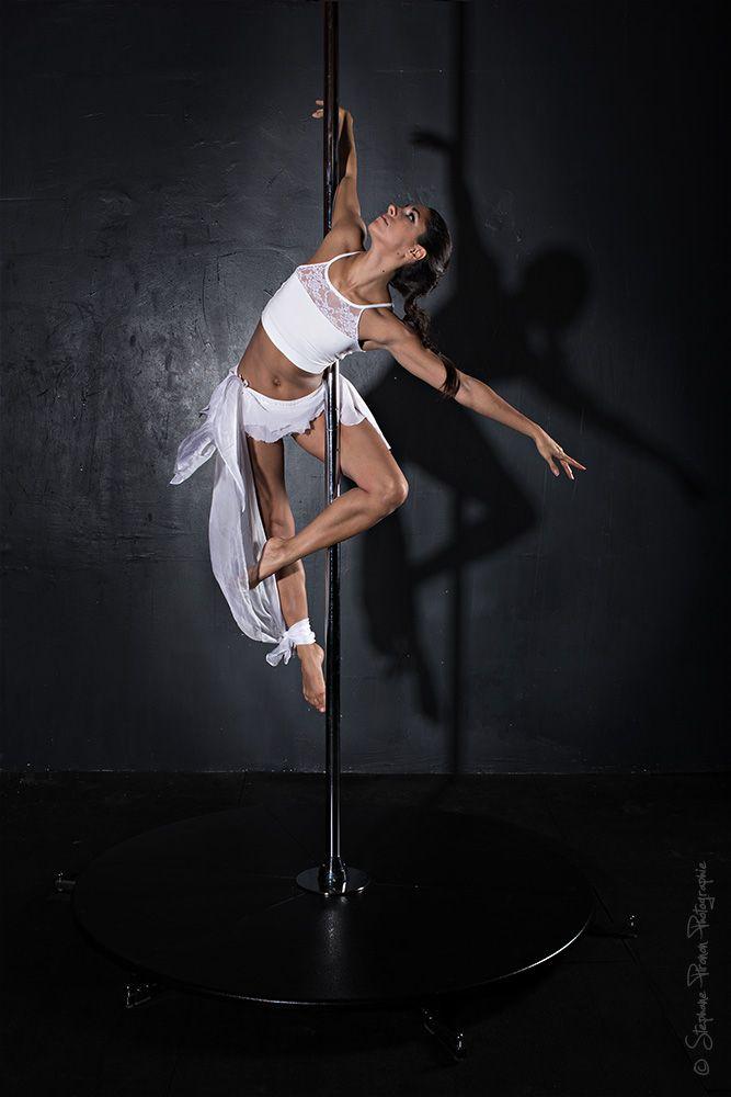 Twisted star variation #poledance #polefitness