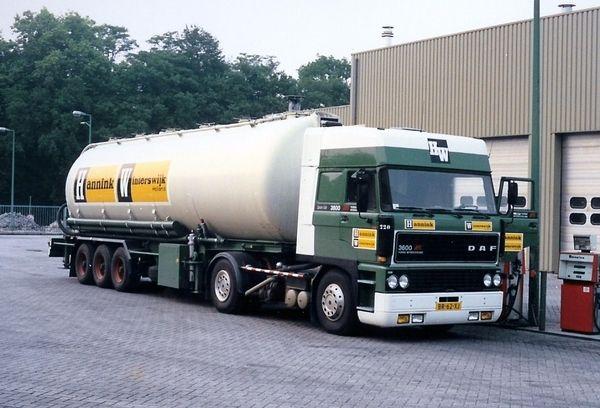 DAF FT 3600 Ati 4x2 spacecab met bulktankoplegger van Hannink te Winterswijk
