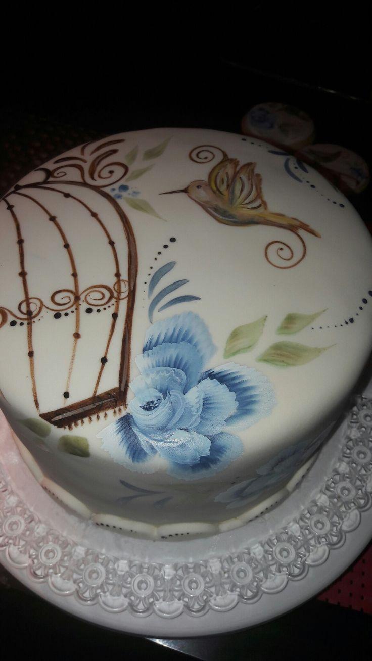 Pastel con rosas y colibrí pintado a mano alzada                                                                                                                                                      Más