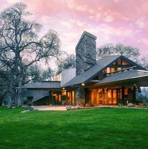 Fachada de casa moderna de campo                                                                                                                                                     Más