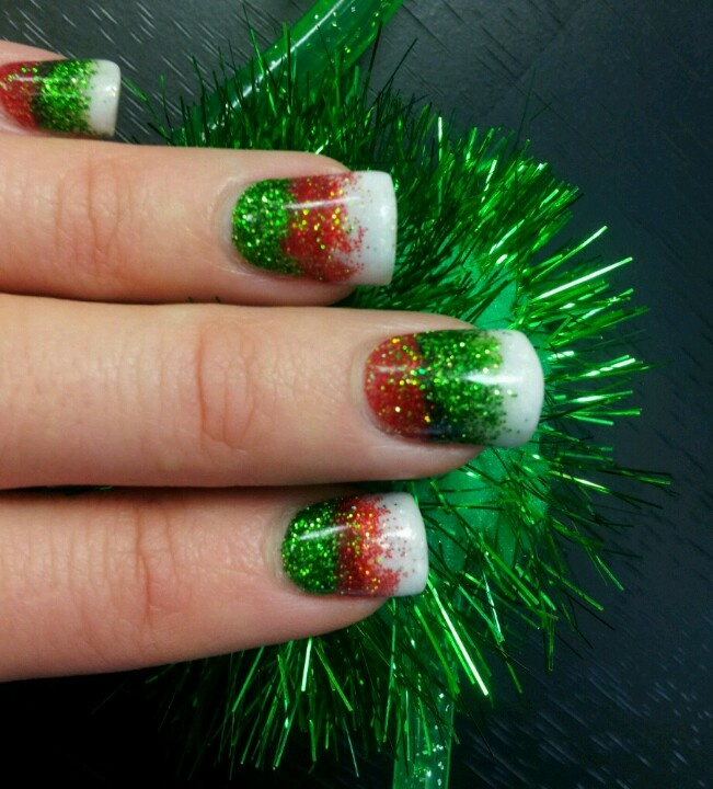 Red Green And White Christmas Nails I D Like It Better With Silver Or Gold Glitter Instead Of Nail Ideas In 2018 Pinterest