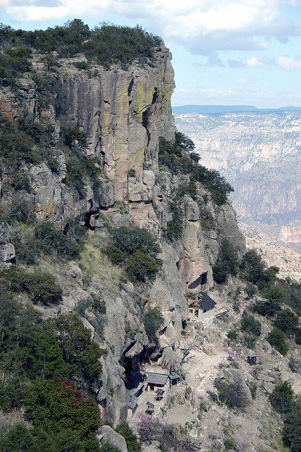 Copper Canyon, Chihuahua, México. Tarahumara homes at the cliff.