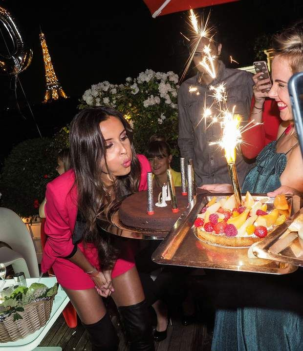 Malika Ménard fête ses 30 ans : aucune autre Miss ne l'a prévenue que les bougies scintillantes NE SE SOUFFLENT PAS