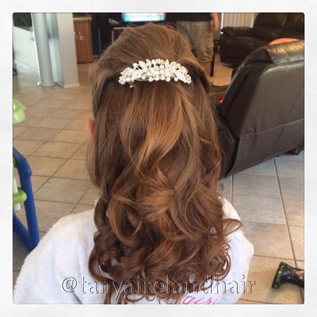 For Kimberly - Pretty bridesmaid hairstyle. Half up curls #flowergirlhair #flowergirl #mobilehairdresser #sydneyhairdresser #glampalm