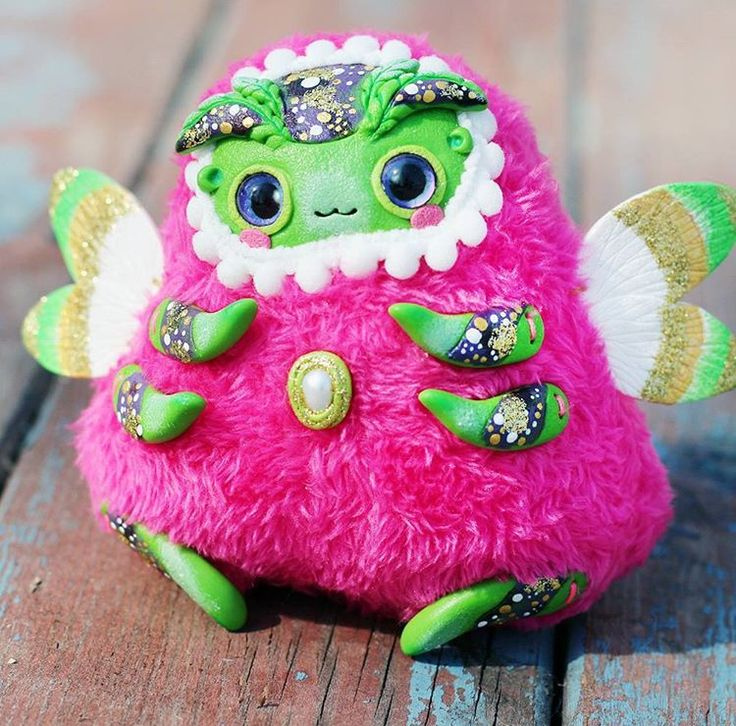 Green kawall bug doll :) Welcome in my Etsy store- LullabyForFox ;) Зелено-розовый жук #myetsyshop #etsystore #bugart #artist #artdoll #artflow #polymerclayart #polymerclay #fimoart #dollart #dollooak #ooakdoll #ooak