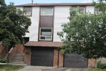 Condo Townhouse - 3+1 bedroom(s) - Mississauga - $309,900