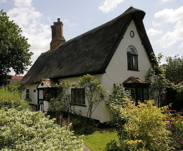 I want one.      Cottage @ Ickwell Village by Adam Swaine, via Flickr