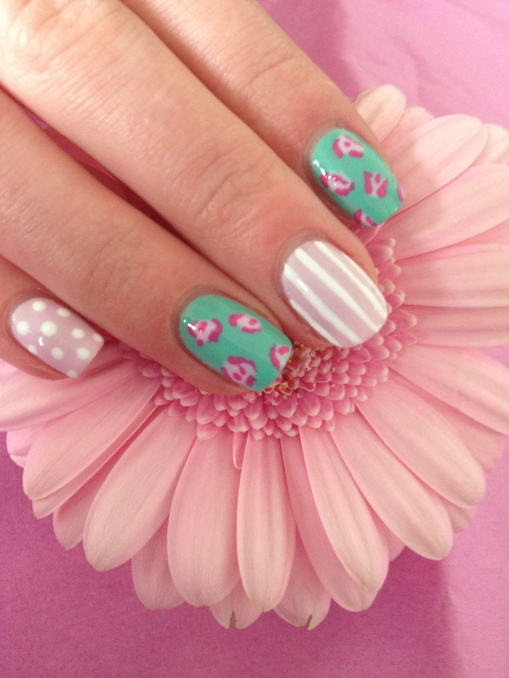 Pretty vintage nail art inspired by Cath Kidston