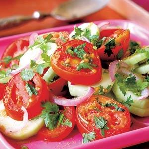 Recept - Tomatensalade met komkommer - Allerhande