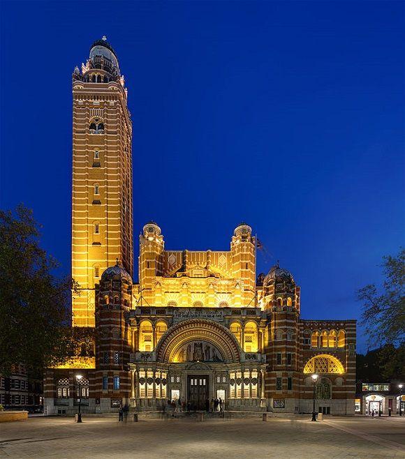 La catedral católica de #Inglaterra y #Gales, la Catedral de #Westminster de #Londres, es uno de los contados edificios antiguos de la capital británica diseñado en estilo #neobizantino.  http://www.guias.travel/blog/catedral-de-westminster-la-catolica-de-londres/