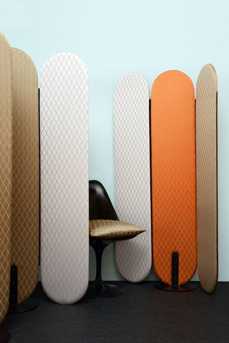 "Paravant/Screen ""Gardena"", Redo Design - Chaise/Chair ""Tulip"", Knoll - Peinture ""Brighton 203"", Little Greene - Sol/Floor, Bolon - Crédit photo : Morgane Le Gall - Tissus Filin Mauve (484-13), Acier (484-07) et Cuivre (487-08)"