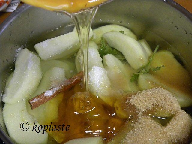Homemade Apple Sauce or Jam  http://kopiaste.org/2011/03/mini-apple-turnovers-with-homemade-apple-sauce/  Σπιτική Μαρμελάδα Μήλου http://www.kopiaste.info/?p=6671