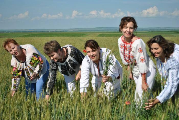 Gospodinele au propriul festival la Văculești :http://www.informatorulbt.ro/gospodinele-au-propriul-festival-la-vaculesti/