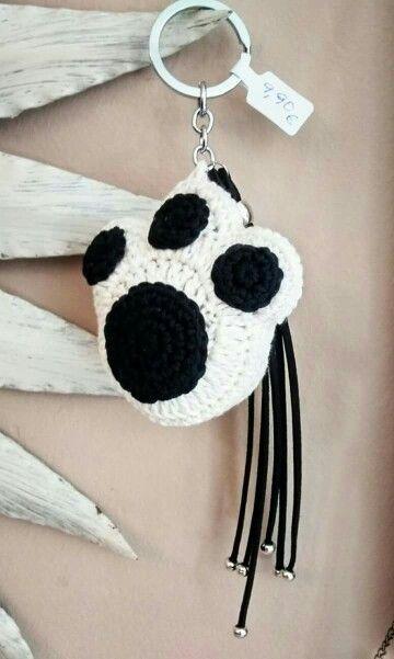 Llavero huella de perro en crochet