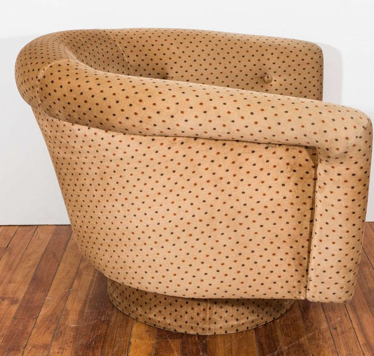 A Midcentury Pair Of Swivel Armchairs By Milo Baughman Image 5