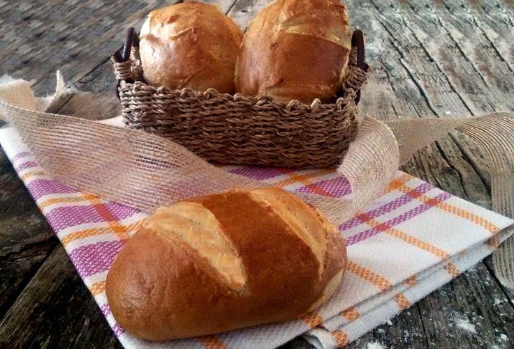 Quanti di voi hanno visto il cartone Heidi? Vi ricordate quei soffici panini da gustare col formaggio? Ecco qui i PANINI DI HEIDI......