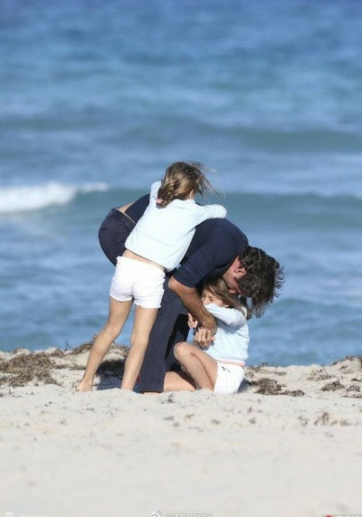 Roger Federer family fun at the beach