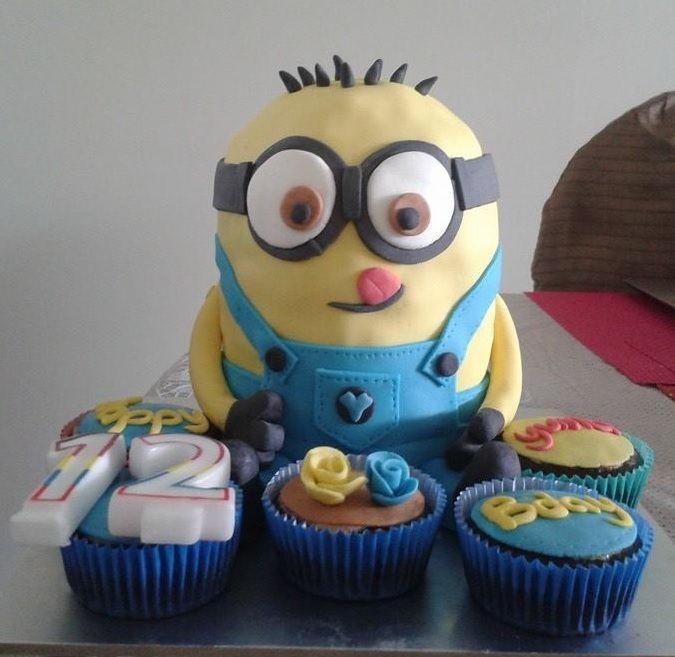 Minion fondant icing cake